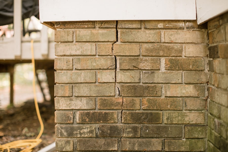 Foundation crack in brick